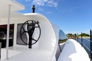 o_yachts_class_6_steering-1024x659